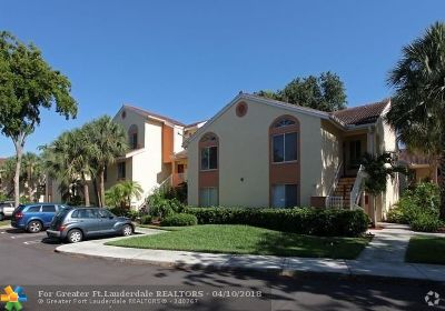 Coral Springs Condo/Townhouse For Sale: 953 Coral Club Dr #953