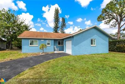 Lauderhill Single Family Home For Sale: 8251 NW 48th St
