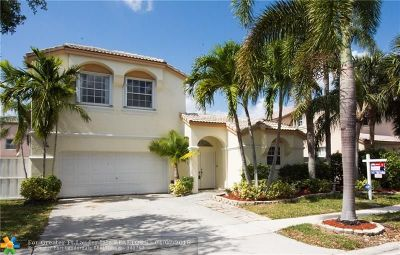 Pembroke Pines Single Family Home For Sale: 15711 NW 10th St