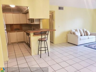 North Lauderdale Condo/Townhouse For Sale: 8140 SW 24th St #104