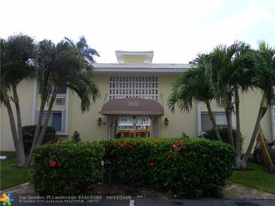 Condo/Townhouse For Sale: 2840 NE 33rd Ct #15