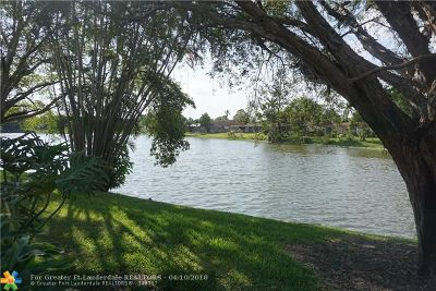 Pembroke Pines Condo/Townhouse For Sale: 10901 N Lakeview Dr #10901