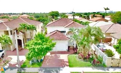 Miami Single Family Home For Sale: 8830 NW 146th Ln