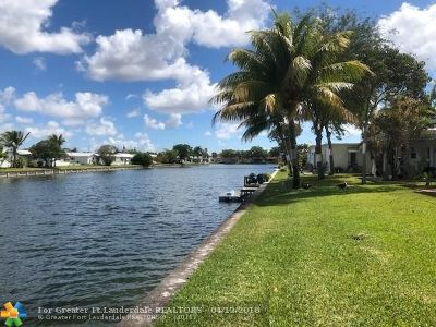 Tamarac Single Family Home For Sale: 8305 NW 58th Pl