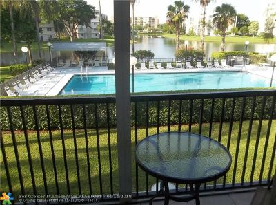 Pompano Beach Condo/Townhouse For Sale: 2220 N Cypress Bend Dr #202