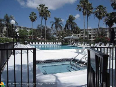 Pompano Beach Condo/Townhouse For Sale: 2222 N Cypress Bend Dr #301
