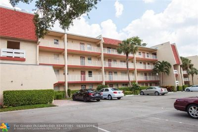 Margate Condo/Townhouse For Sale: 1040 Country Club Dr #106