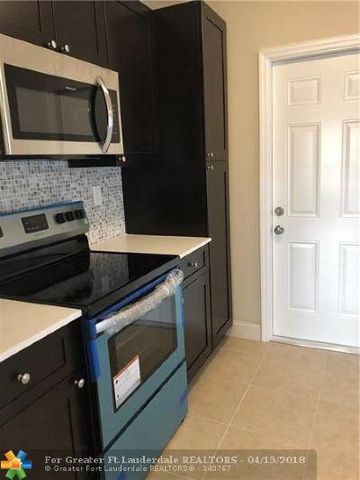 Margate Single Family Home For Sale: 5725 Seton Dr