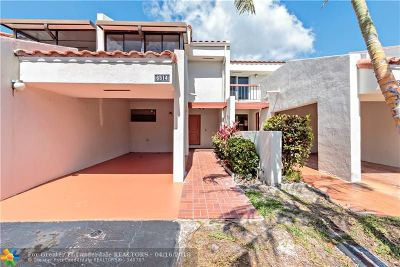 Lauderhill Condo/Townhouse For Sale: 6514 Racquet Club Dr #60