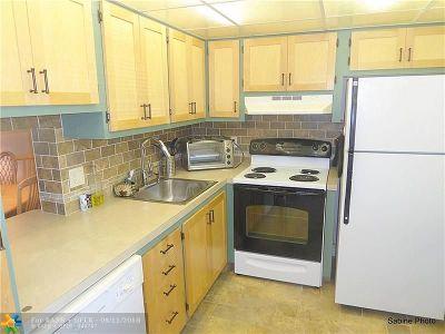 Boynton Beach Condo/Townhouse For Sale: 2615 NE 3rd Ct #205