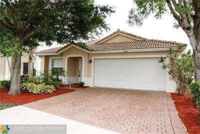 Lake Worth Single Family Home For Sale: 6124 Willoughby Cir