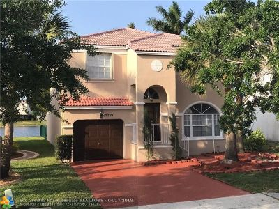 Pembroke Pines Single Family Home For Sale: 15721 NW 7th St