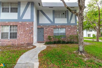 North Lauderdale Condo/Townhouse For Sale: 7503 Kimberly Blvd #114
