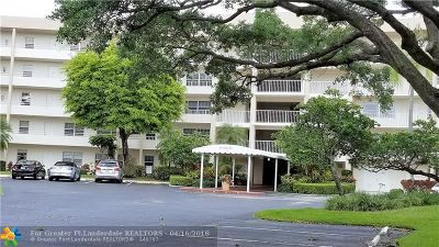 Pompano Beach Condo/Townhouse For Sale: 3900 Oaks Clubhouse Dr #305