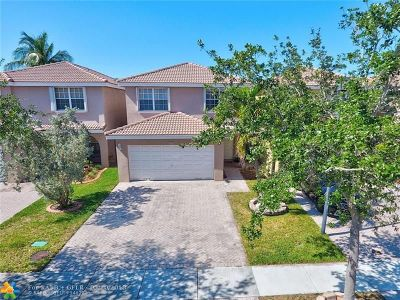 Sunrise Single Family Home For Sale: 9389 NW 54th St
