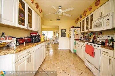 Oakland Park Single Family Home For Sale: 60 NE 48th St