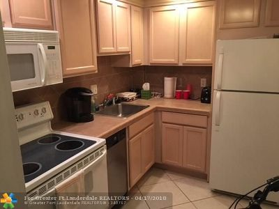 Wilton Manors Condo/Townhouse For Sale: 12 NE 19th Ct #118A