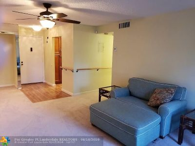 North Lauderdale Condo/Townhouse For Sale: 8220 SW 24th St #4106