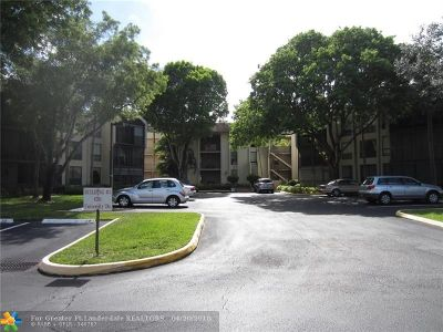 Tamarac Condo/Townhouse For Sale: 6701 N University Dr #219