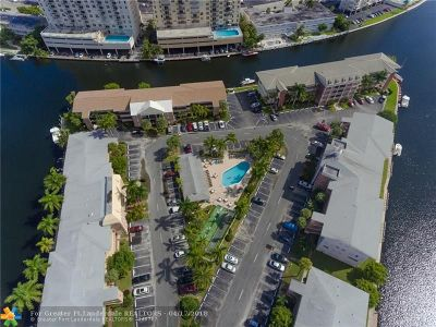 Hallandale Condo/Townhouse For Sale: 450 Paradise Isle Blvd #204