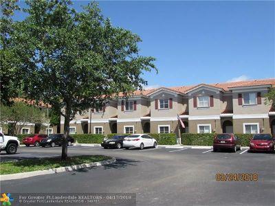 Tamarac Condo/Townhouse For Sale: 4409 Woodland Cir #4409