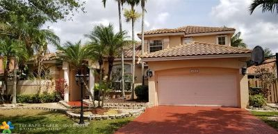 Cooper City Single Family Home For Sale: 10835 Richmond Pl