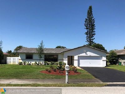 Coral Springs Single Family Home For Sale: 868 Ramblewood Dr
