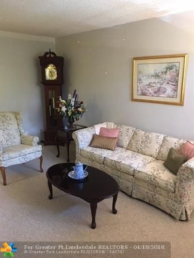 Margate Condo/Townhouse For Sale: 3180 Holiday Springs Blvd #5-211