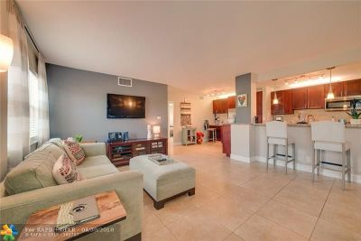 Fort Lauderdale Condo/Townhouse For Sale: 2555 NE 11th St #309