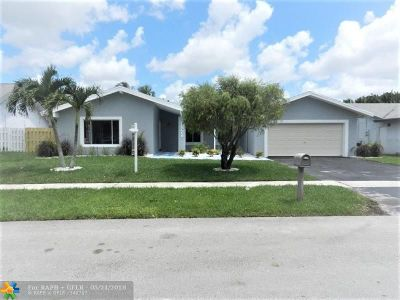 Lauderhill Single Family Home For Sale: 7221 NW 46th Ct