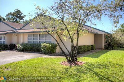Davie Single Family Home For Sale: 8612 Bridle Path Ct