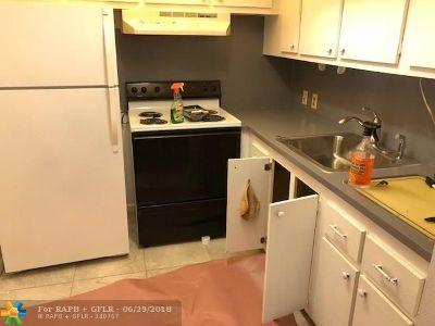 Boca Raton Condo/Townhouse For Sale: 64 Suffolk B #64