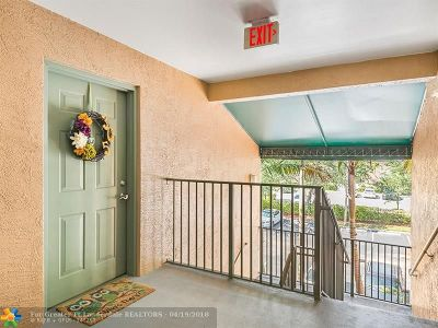 Coral Springs Condo/Townhouse For Sale: 4852 N State Road 7 #305