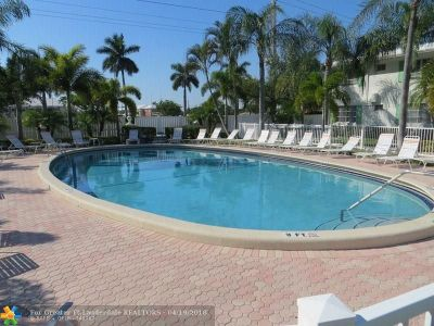 Fort Lauderdale Condo/Townhouse For Sale: 1821 NE 62nd St #304