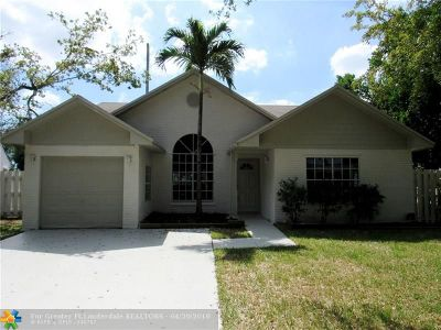 Pembroke Pines Single Family Home For Sale: 8450 SW 12th Ct