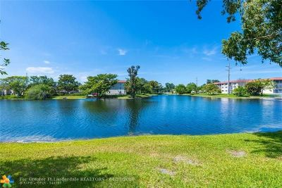 Pembroke Pines Condo/Townhouse For Sale: 8981 S Hollybrook Blvd #104