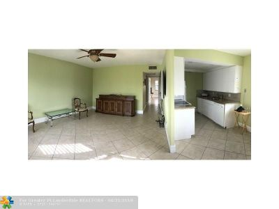 Deerfield Beach Condo/Townhouse For Sale: 3060 Newport #3060
