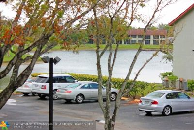 Oakland Park Condo/Townhouse For Sale: 207 Lake Pointe Dr #206