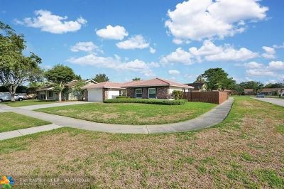 Boca Raton Single Family Home For Sale: 4797 Willow Dr