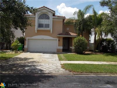 Sunrise Single Family Home For Sale: 13856 NW 22nd St