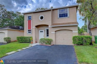 Pembroke Pines Single Family Home For Sale: 11744 NW 12th St