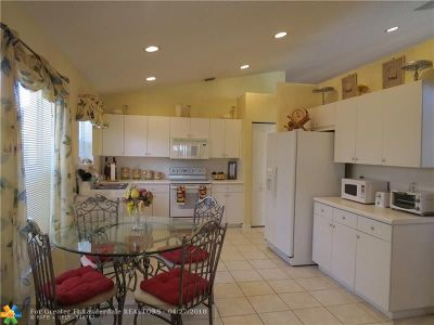 Pembroke Pines Single Family Home For Sale: 1551 SW 194th Ave