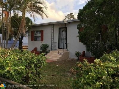 Miami Single Family Home For Sale: 1860 NW 52nd St