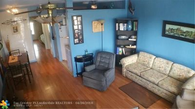 Hallandale Condo/Townhouse For Sale: 820 SW 11th Ave #15B