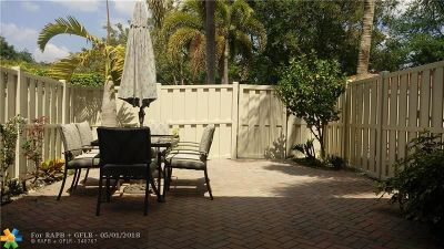 Pompano Beach Condo/Townhouse For Sale: 4086 W Palm Aire Dr #19