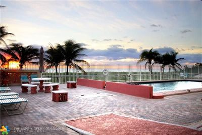 Pompano Beach Condo/Townhouse For Sale: 8 Briny Ave #201