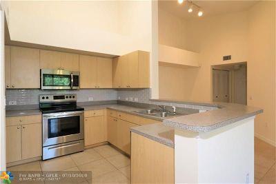 Boynton Beach Condo/Townhouse For Sale: 1317 Villa Ln #1317