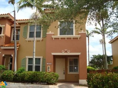 Pembroke Pines Condo/Townhouse For Sale: 10683 SW 6th St #808