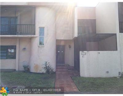 Davie Condo/Townhouse For Sale: 2700 S University Dr #1A