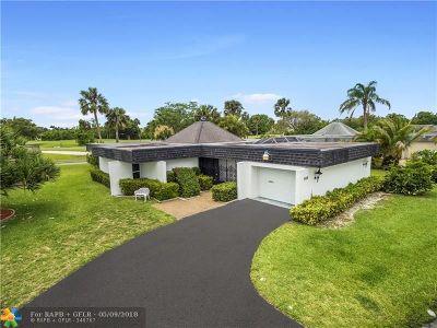 Tamarac Single Family Home For Sale: 5105 Banyan Ln